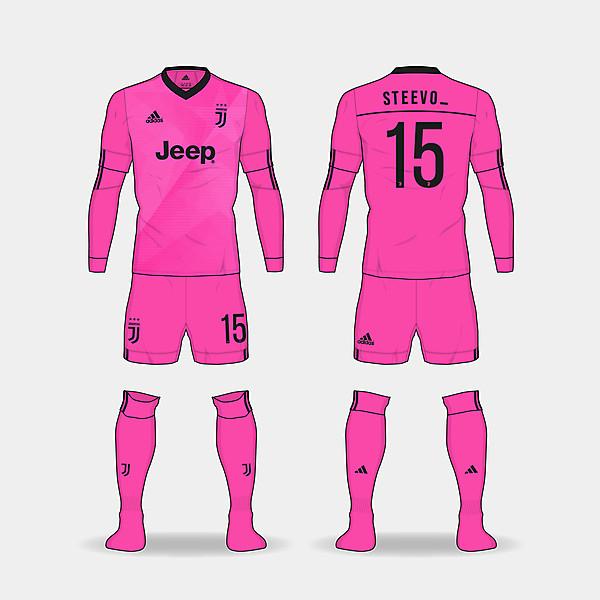 Juventus third kit. @steevo_15